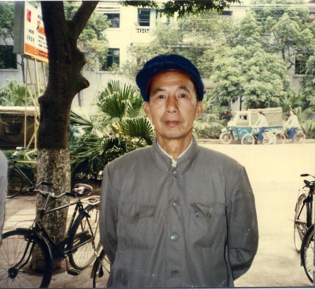 余紹華校長(任期:1960年至1966年,1979年至1984年).jpg