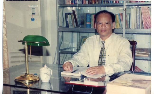 郭雷鳴校長(任期:1993年7月至2001年3月).jpg
