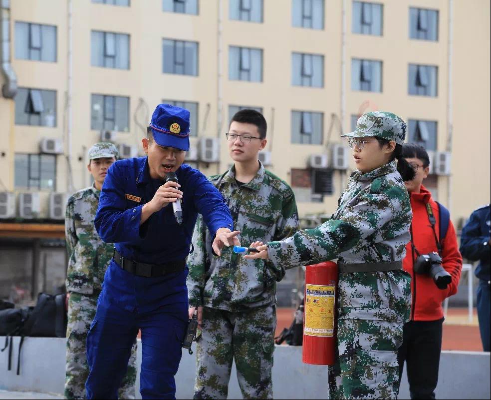 軍訓消防2.PNG